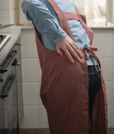 キッチンでギックリ腰になった女性