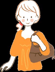 肩に荷物をかける女性