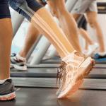 ウォーキングを行っている人の足関節の画像